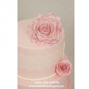 güllü nişan pastası